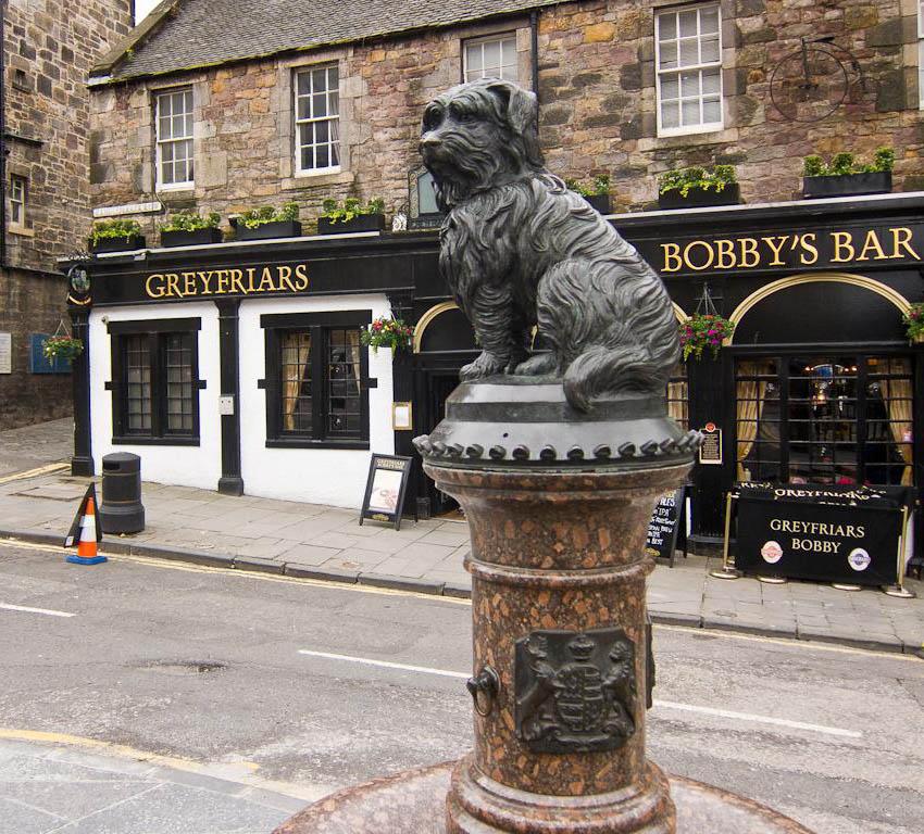 Памятник скай-терьеру Бобби в Шотландии